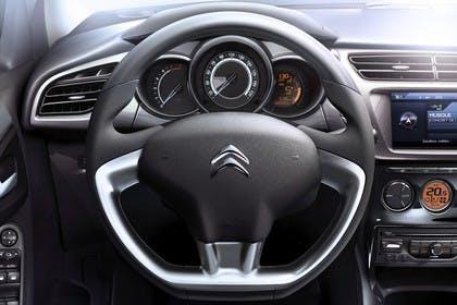 Citroën C3 S Innenansicht statisch Lenkrad Tacho und Armaturenbrett fahrerseitig