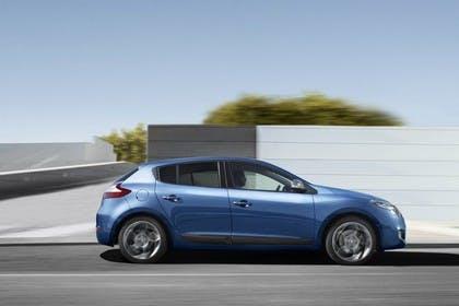 Renault Mégane Z Aussenansicht Seite dynamisch blau