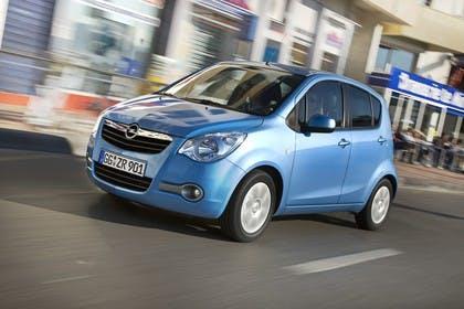 Opel Agila H-B Aussenansicht Front schräg dynamisch blau