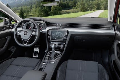 VW Passat B8 Alltrack Innenansicht Beifahrerposition statisch schwarz