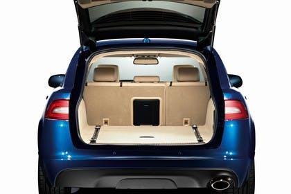 Jaguar XF Sportbrake X250 Studio Innenansicht Kofferraum statisch beige blau