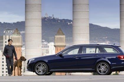 Mercedes E-Klasse T-Modell S212 Aussenansicht Seite statisch blau
