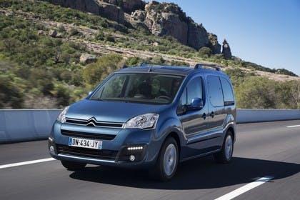 Citroën Berlingo Multispace 7 Aussenansicht Front schräg dynamisch blau