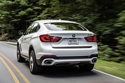 BMW X6 F16 Aussenansicht Heck dynamisch weiss