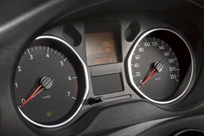 Citroën C-Elysee Innenansicht statisch Studio Detail Tacho