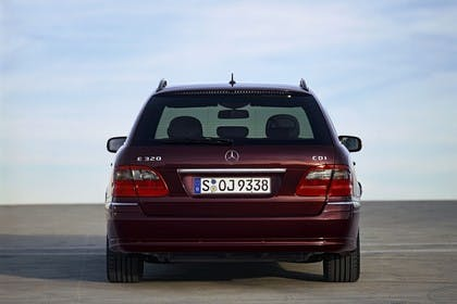 Mercedes Benz E-Klasse T-Modell (S211) Aussenansicht Heck statisch rot