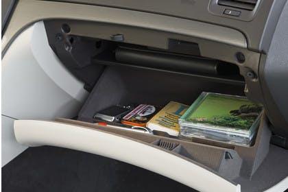 Opel Insignia A InnenansichtDetail Handschuhfach Studio statisch beige