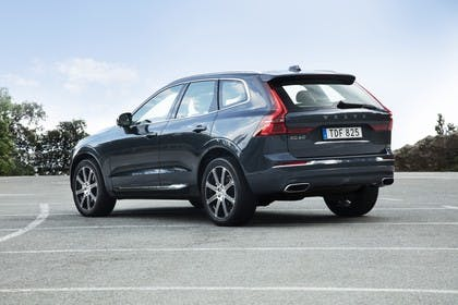 Volvo XC60 U Aussenansicht Heck schräg statisch dunkelblau