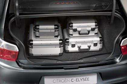 Citroën C-Elysee Aussenansicht Heck schräg statisch blau Heckklappe geöffnet grau