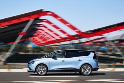 Renault Grand Scenic RFA Aussenansicht Seite dynamisch blau
