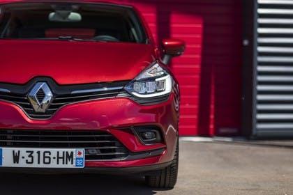 Renault Clio 4 Aussenansicht Front statisch rot