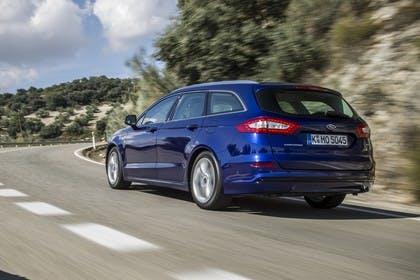 Ford Mondeo Turnier Mk5 Heck schräg dynamisch blau