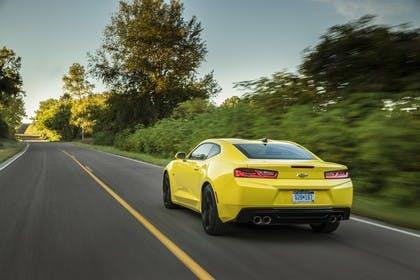 Chevrolet Camaro SS Aussenansicht Heck schräg dynamisch gelb