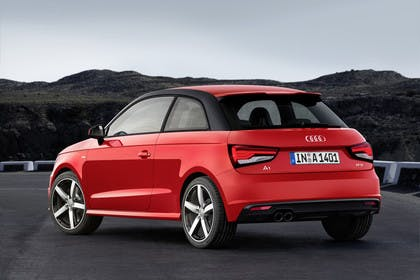 Audi A1 Aussenansicht Heck schräg statisch rot