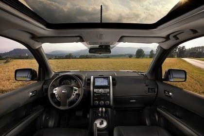 Nissan X-Trail T31 Innenansicht statisch Vordersitze und Armaturenbrett