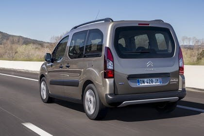 Citroën Berlingo Multispace 7 Aussenansicht Heck schräg dynamisch braun
