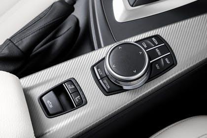 BMW 4er Coupe F32 Innenansicht Detail Mittelkonsole statisch silber