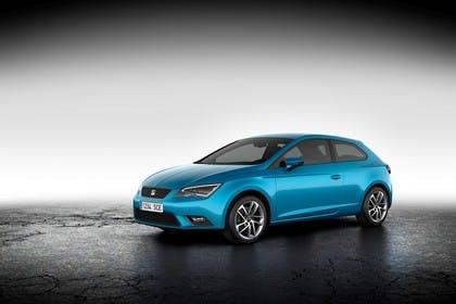SEAT Leon SC 5F Front schräg statisch studio blau