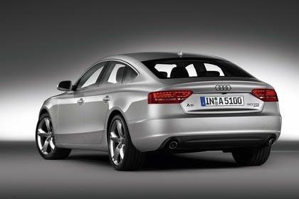 Audi A5 Sportback Aussenansicht Heck schräg Studio statisch silber