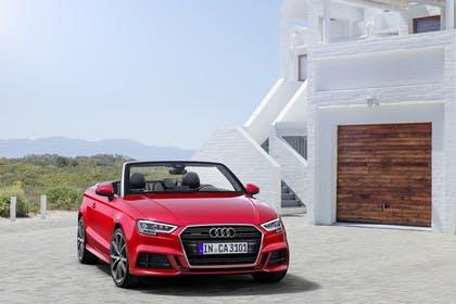 Audi A3 8V Cabrio Aussenansicht Front schräg statisch rot