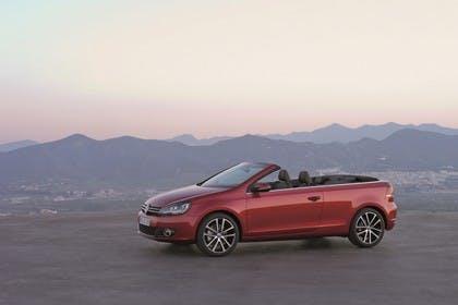 VW Golf 6 Cabriolet Aussenansicht Seite schräg statisch rot