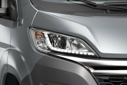 Citroën Jumper Y Aussenansicht Front schräg statisch Detail Scheinwerfer rechts
