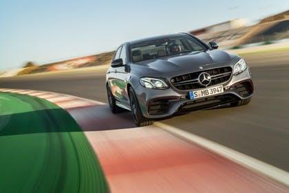 Mercedes-AMG E 63 W213 Aussenansicht Front schräg dynamisch schwarz