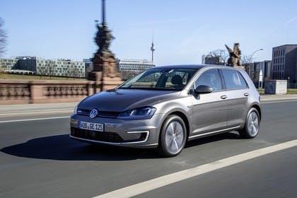 VW Golf 7 e-Golf Aussenansicht Front schräg dynamisch grau