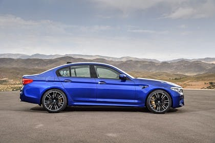 BMW M5 F90 Aussenansícht Seite statisch blau
