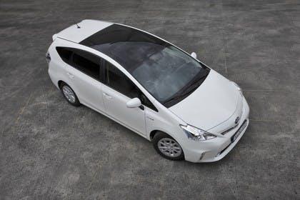 Toyota Prius+ XW30 Aussenansicht Seite schräg erhöht statisch weiss