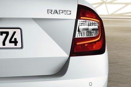 Skoda Rapid Limousine NH Heck statisch detail Rückleuchte rechts weiss