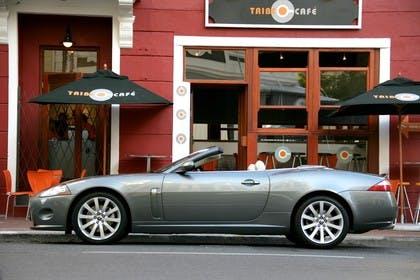 Jaguar XK Cabriolet X150 Aussenansicht Seite statisch grau
