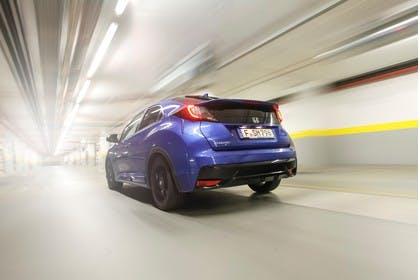 Honda Civic 9 Fünftürer Aussenansicht Heck schräg dynamisch blau
