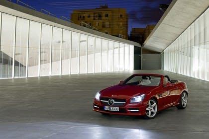 Mercedes-Benz SLK R172 Aussenansicht Front schräg statisch rot