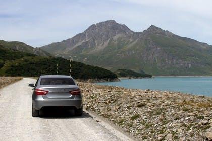 Lada Vesta Aussenansicht Heck schräg statisch grau