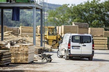 Mercedes-Benz Vito Kastenwagen W447 Aussenansicht Heck statisch silber