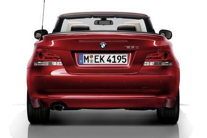 BMW 1er Cabriolet E88 LCI Aussenansicht Heck statisch Studio rot