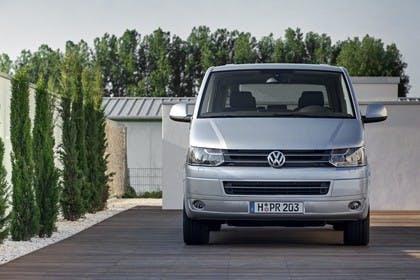 VW T5 Caravelle Aussenansicht Front statisch silber