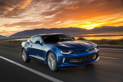 Chevrolet Camaro SS Aussenansicht Front schräg dynamisch blau