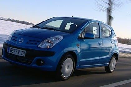 Nissan Pixo HF Aussenansicht Front schräg dynamisch blau