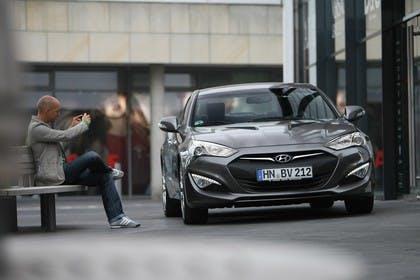 HyundaiGenesis Coupé Aussenansicht Front statisch grau