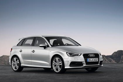 Audi A3 Sportback 8VA Aussenansicht statisch schräg frontal silber