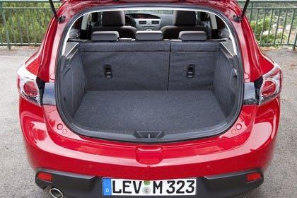 Mazda 3 Fünftürer BL Innenansicht Kofferraum statisch rot