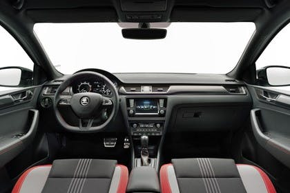 Skoda Rapid Limousine NH Innenansicht Vordersitze Armaturenbrett