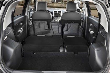 Toyota Urban Cruiser XP11 Innenansicht statisch Detail Kofferraum Rücksitze umgeklappt