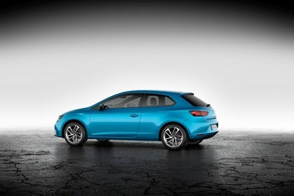 SEAT Leon SC 5F Seite schräg statisch studio blau