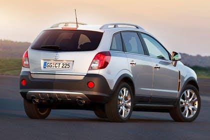 Opel Antara L-A Facelift Aussenansicht Heck schräg statisch silber