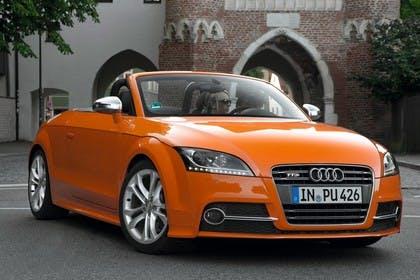 Audi TT 8J Aussenansicht Front statisch orange
