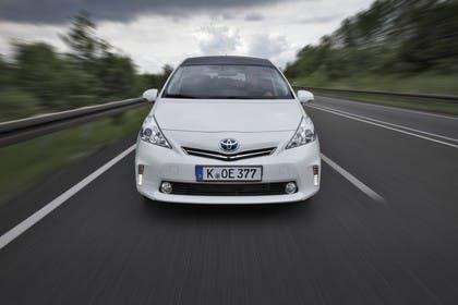 Toyota Prius+ XW30 Aussenansicht Front dynamisch weiss