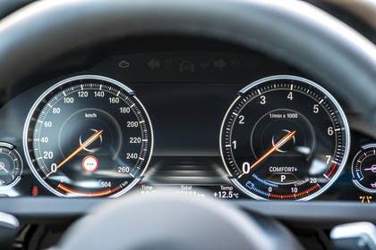 BMW 6er Coupe F13 Innenansicht Detail Kombiinstrument statisch schwarz